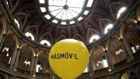 Un globo de MásMóvil el día de su debut en la Bolsa de Madrid.