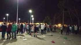 Jóvenes de Tomelloso presentes en el botellón multitudinario de 3.000 personas.