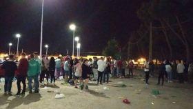 Jóvenes de Tomelloso en un botellón multitudinario de 3.000 personas en julio.