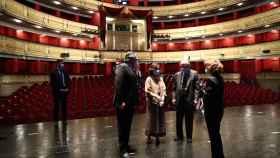 La vicepresidenta Carmen Calvo y el ministro de Cultura José Manuel Rodríguez Uribes junto a Gregorio Marañón, presidente del Teatro Real.