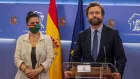 Macarena Olona e Iván Espinosa de los Monteros en el Congreso de los Diputados.