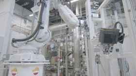 Este robot logístico de Repsol realiza el reparto diario de muestras y equipos en su Tech Lab