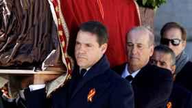 Luis Alfonso de Borbón fue uno de los portadores del féretro de Franco