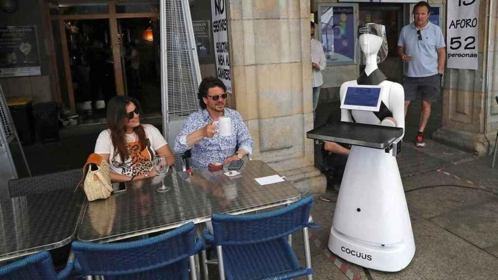 Alexia, robot camarera.