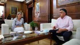 La alcaldesa de Toledo, Milagros Tolón, se reúne con el presidente del Colegio de Enfermería, Roberto Martín. Foto: Ayuntamiento de Toledo