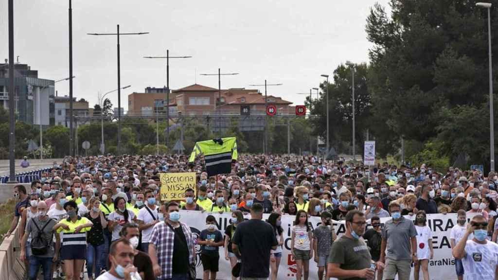 Cientos de personas protestan por el cierre de Nissan