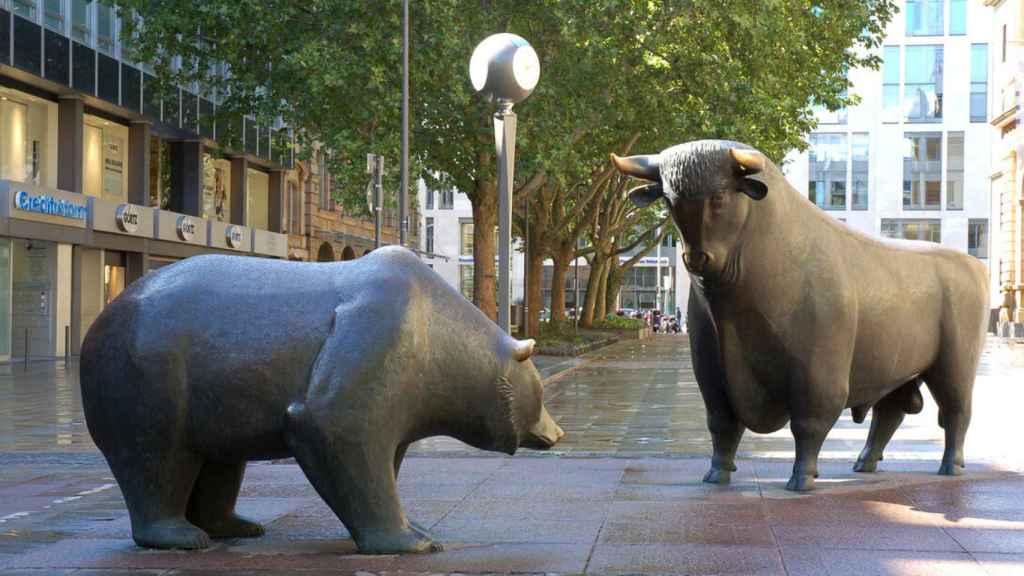 El toro y el oso como representación de las subidas y las caídas en la bolsa.