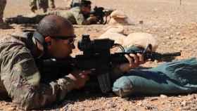 Un soldado estadounidense, probando mirillas inteligentes