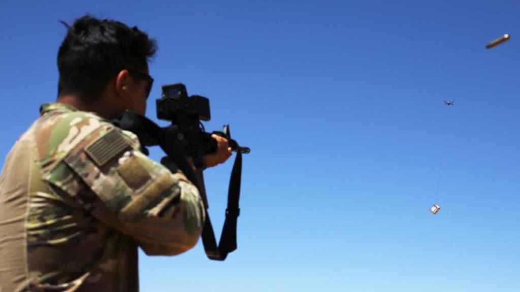 Un soldado en unos ejercicios militares.