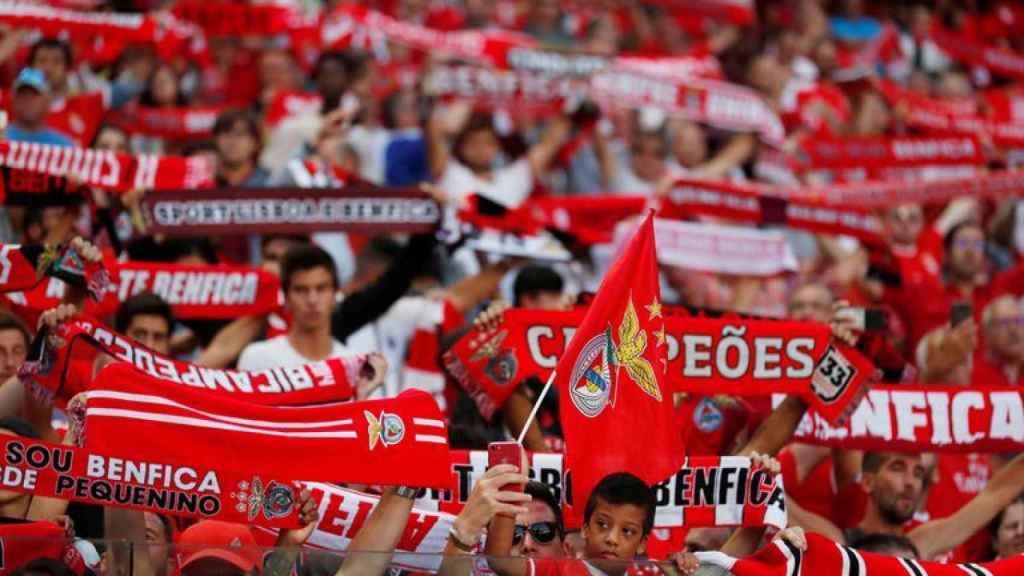 La afición del Benfica durante un partido en el Estadio Da Luz