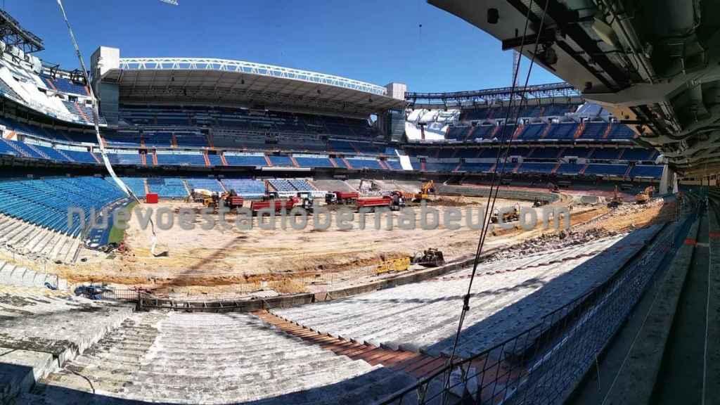 El césped del Santiago Bernabéu levantado en la reforma del estadio del Real Madrid
