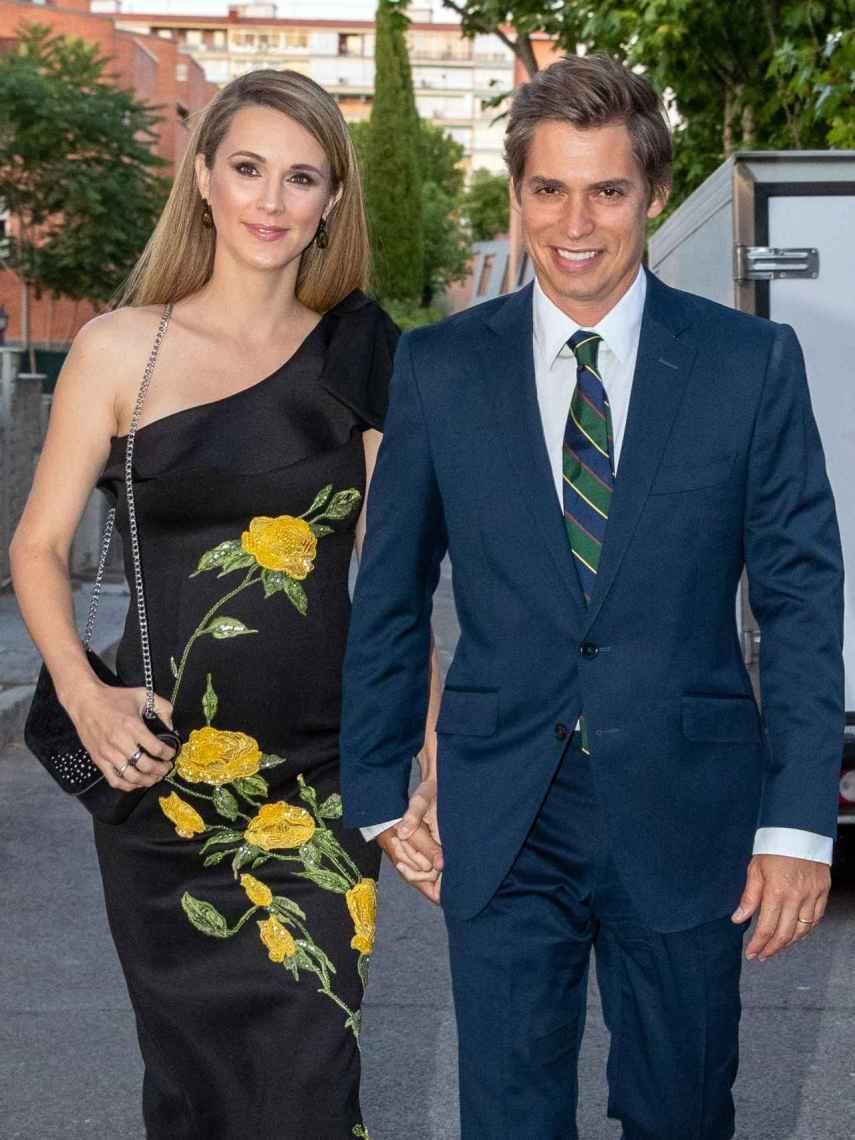 Carlos Baute junto a su esposa, la modelo Astrid Klisans.