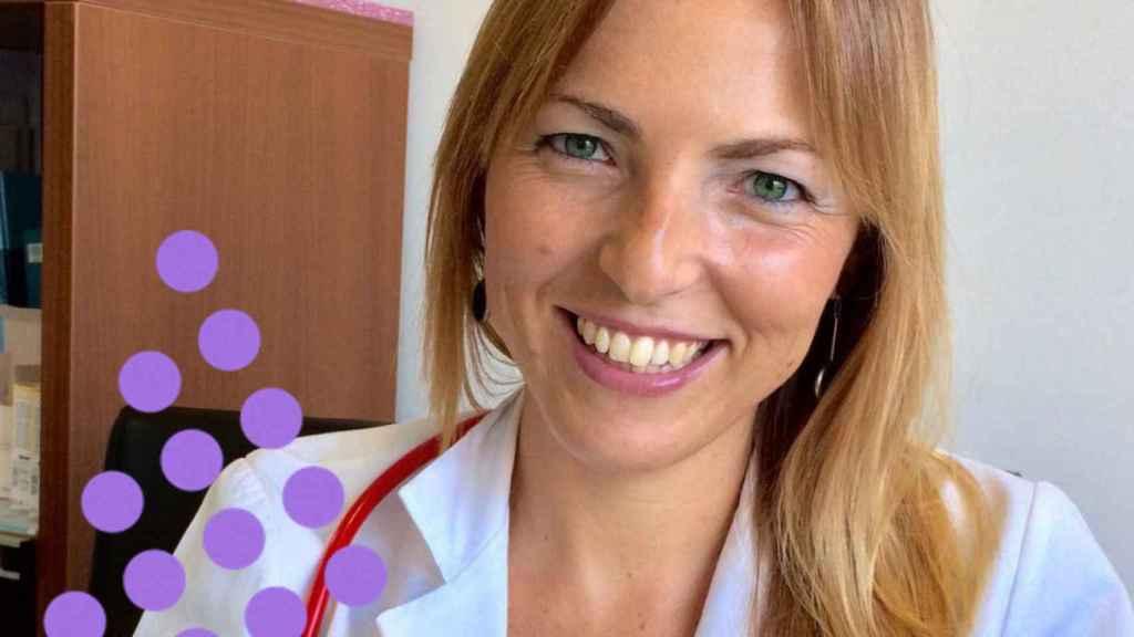 Lucía Galán, la pediatra más mediática, en su consulta.