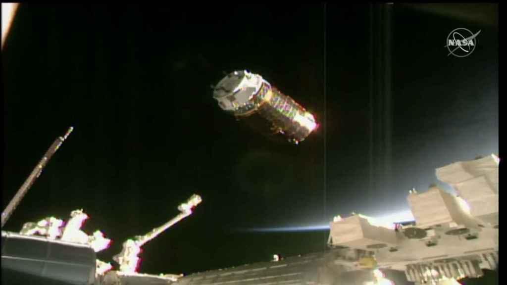 Cápsula aproximándose a la Estación Espacial Internacional