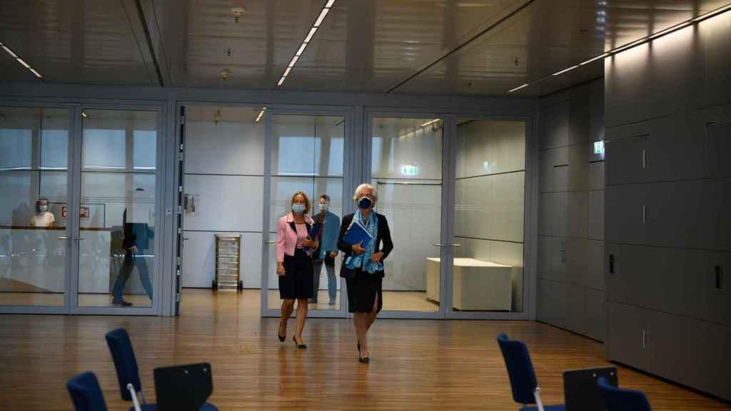 La presidenta Christine Lagarde, a su llegada a la rueda de prensa de este jueves