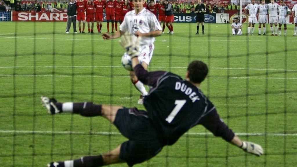 Dudek, durante la final de la Champions 2005
