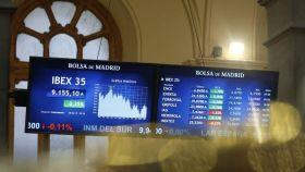 Pantallas de la Bolsa de Madrid con el Ibex 35 en ellas.