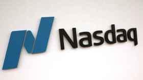 Logotipo del mercado Nasdaq en sus oficinas.
