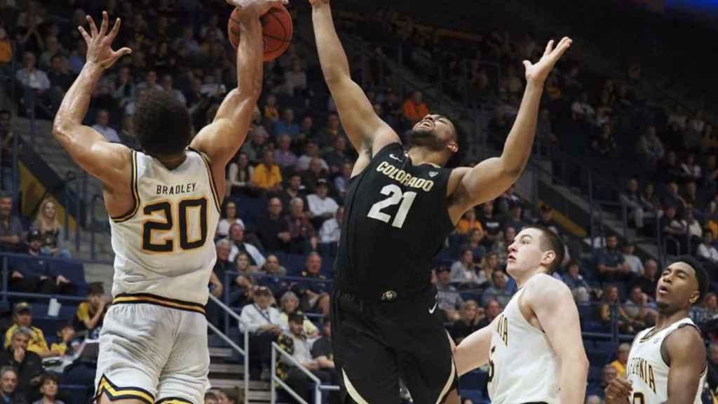 Dos equipos de la NCAA de baloncesto, durante un partido de esta temporada