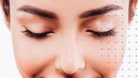 La depilación de las cejas es crucial para perfilarlas.