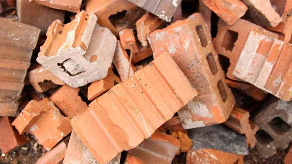 Ladrillos rotos en una imagen de archivo.