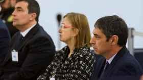 Trapero, a la derecha; Laplana y Pere Soler, en el banquillo de la Audiencia Nacional./