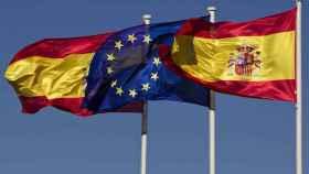Banderas de España y de la UE | Reuters