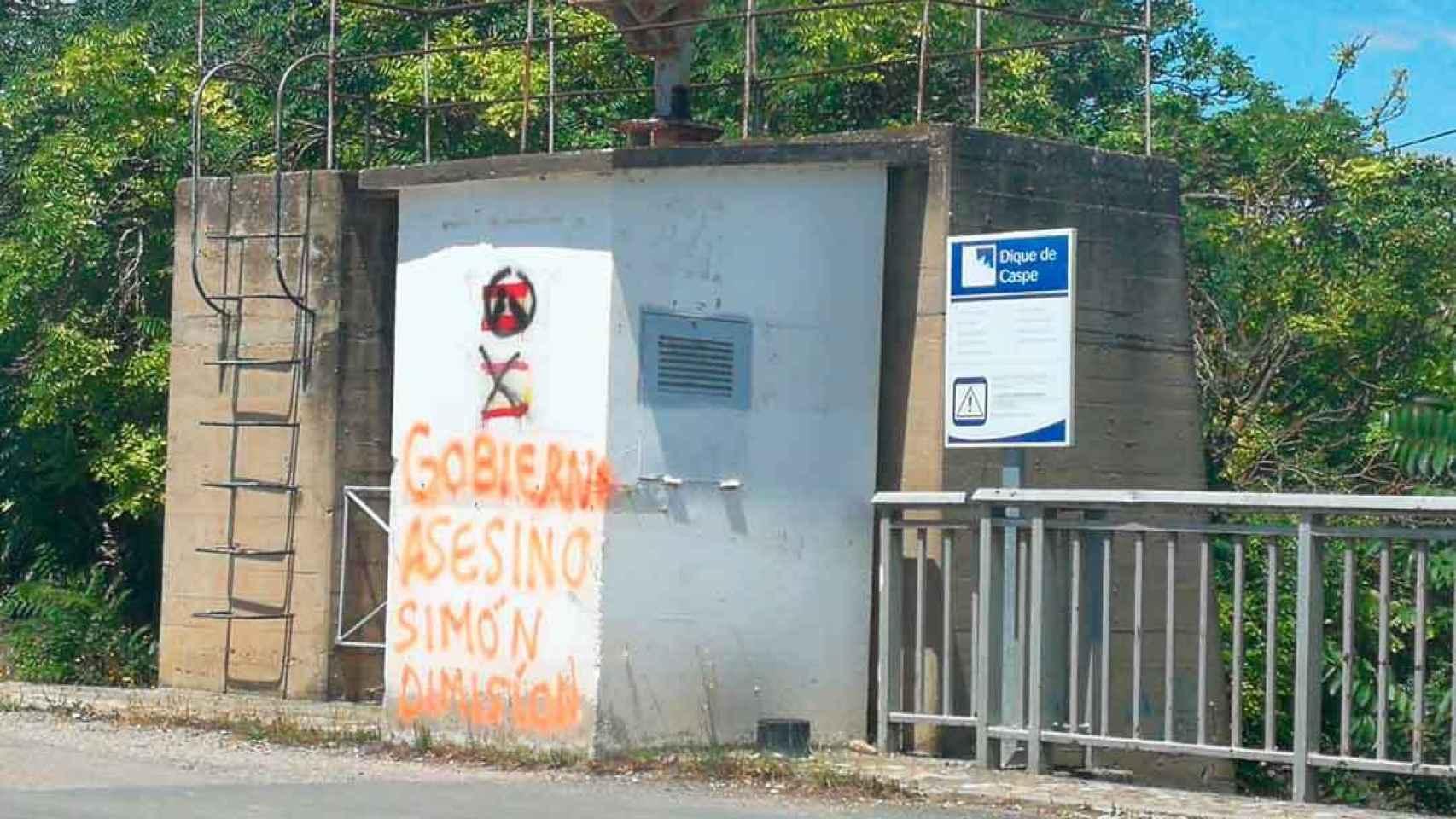 importar maduro enlace  Las agresivas pintadas contra Fernando Simón, el marinero de agua dulce en  Caspe, su sitio de veraneo