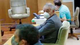 Eugenio Pino, en el juicio de la Audiencia de Madrid. A su izqda., Bonifacio Díez.