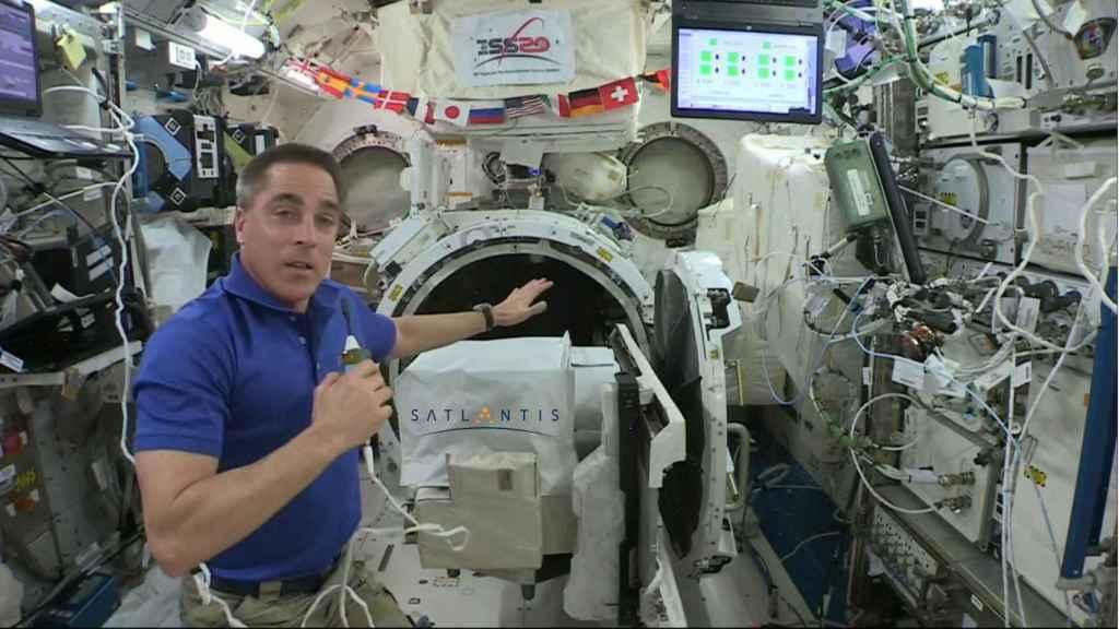La instalación de la cámara española de Satlantis en la ISS