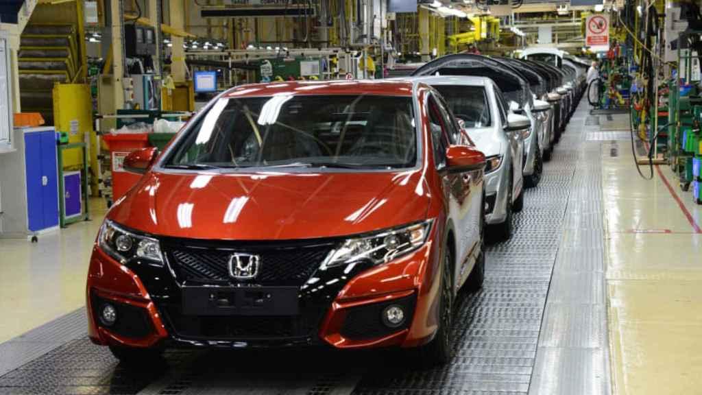 Un coche Honda en una factoría.