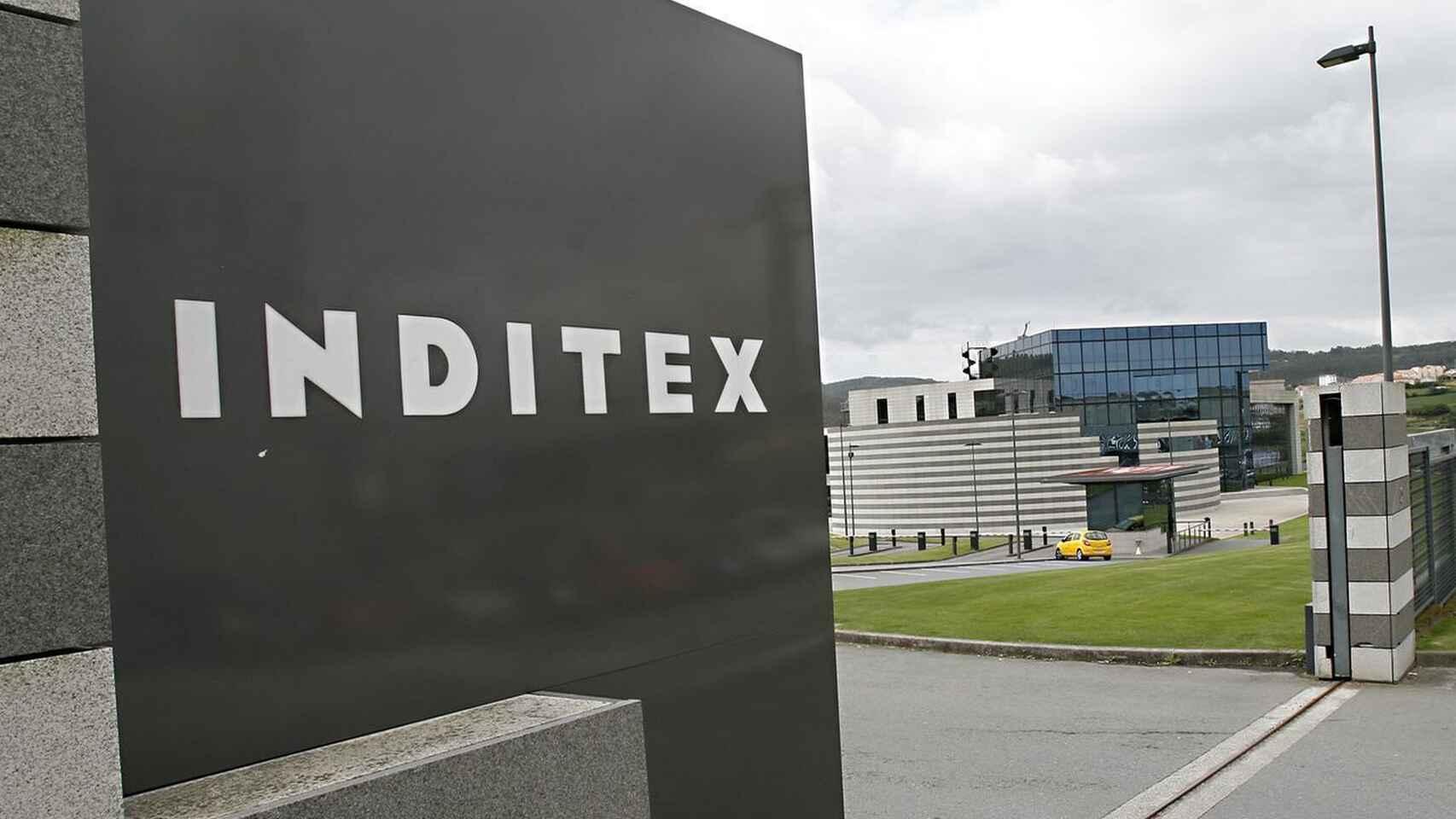 Rótulo de Inditex en la sede de la compañía.