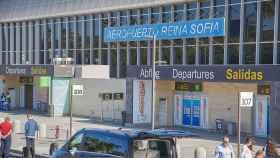 Fachada del aeropuerto Reina Sofía de Tenerife.