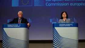 Josep Borrell y la vicepresidenta Vera Jourova, durante la rueda de prensa de este miércoles