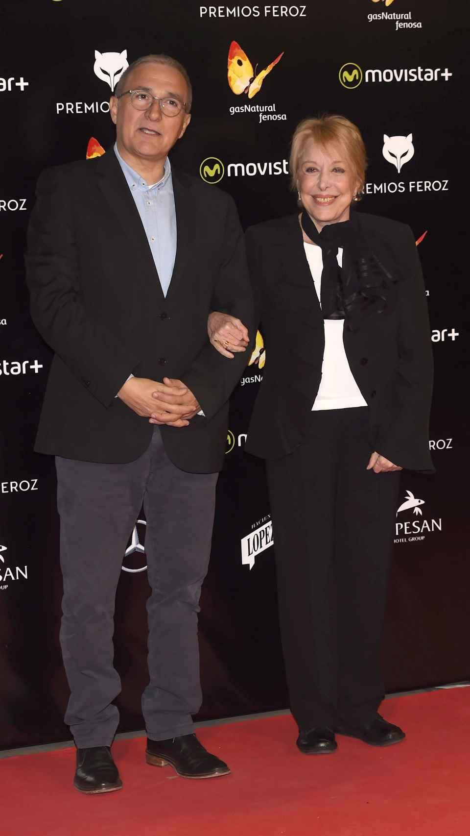Xavier Sardà y su hermana Rosa María en los premios Feroz.