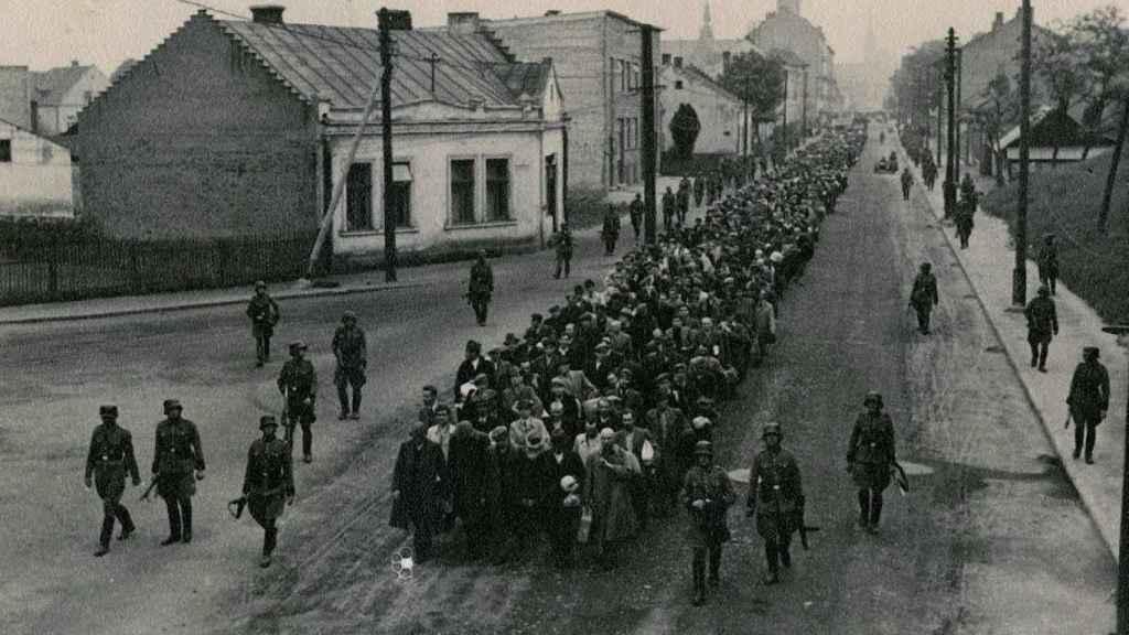 Los prisioneros del primer transporte a Auschwitz.