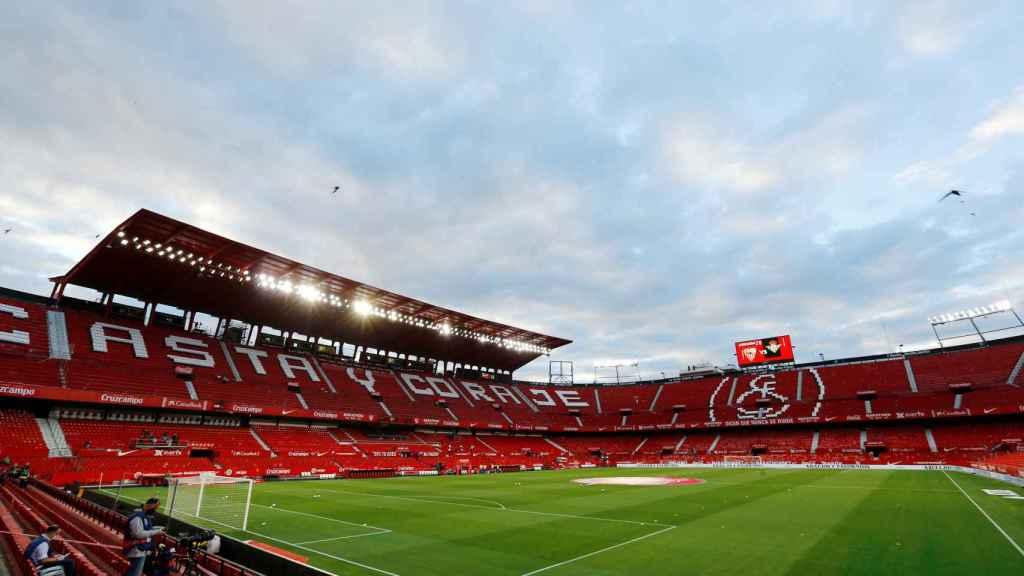 Panóramica del Sánchez Pizjúan sin aficionados en las gradas antes del Sevilla - Betis