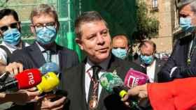 El presidente de Castilla-La Mancha, Emiliano García-Page, este jueves antes de entrar en la Catedral de Toledo para celebrar el Corpus