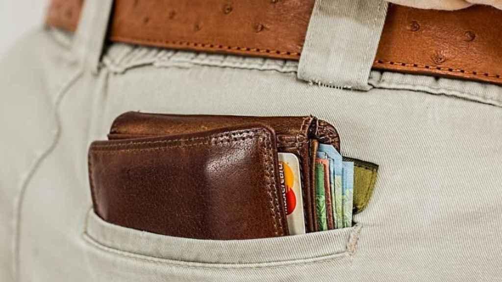 Muchos consumidores guardan tarjetas 'revolving' en su bolsillo sin saber que lo son.