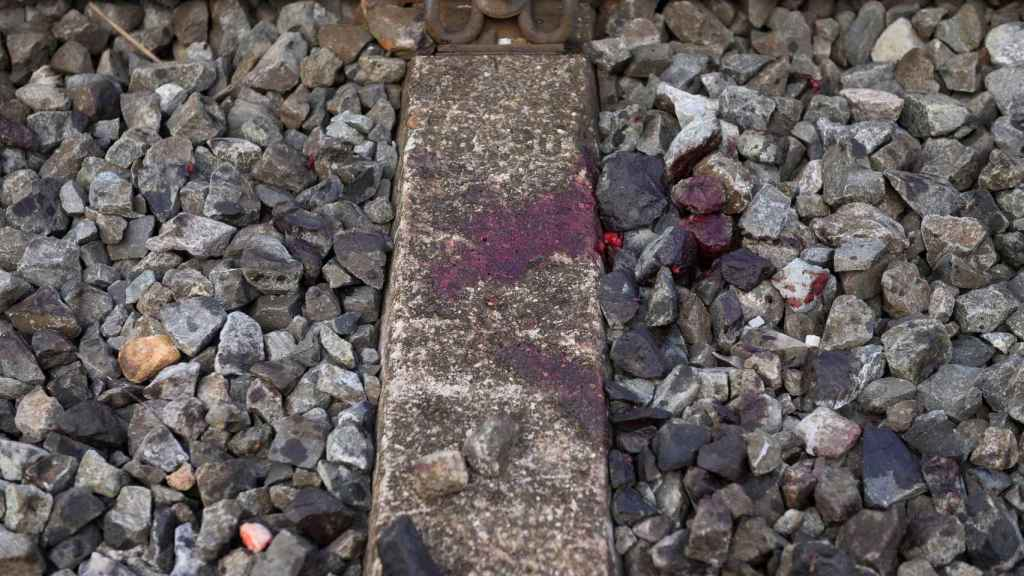 Los restos de sangre del accidente del ferrocarril.