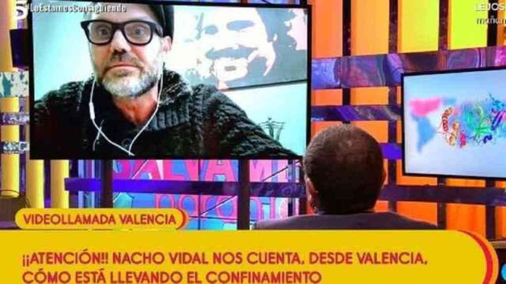 Nacho Vidal conectó con 'Sálvame' durante el confinamiento desde su casa de la discordia en Valencia.