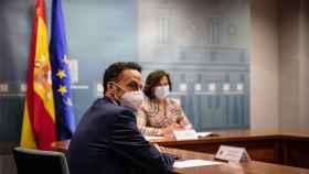 Edmundo Bal y Carmen Calvo en una reunión en la Moncloa.
