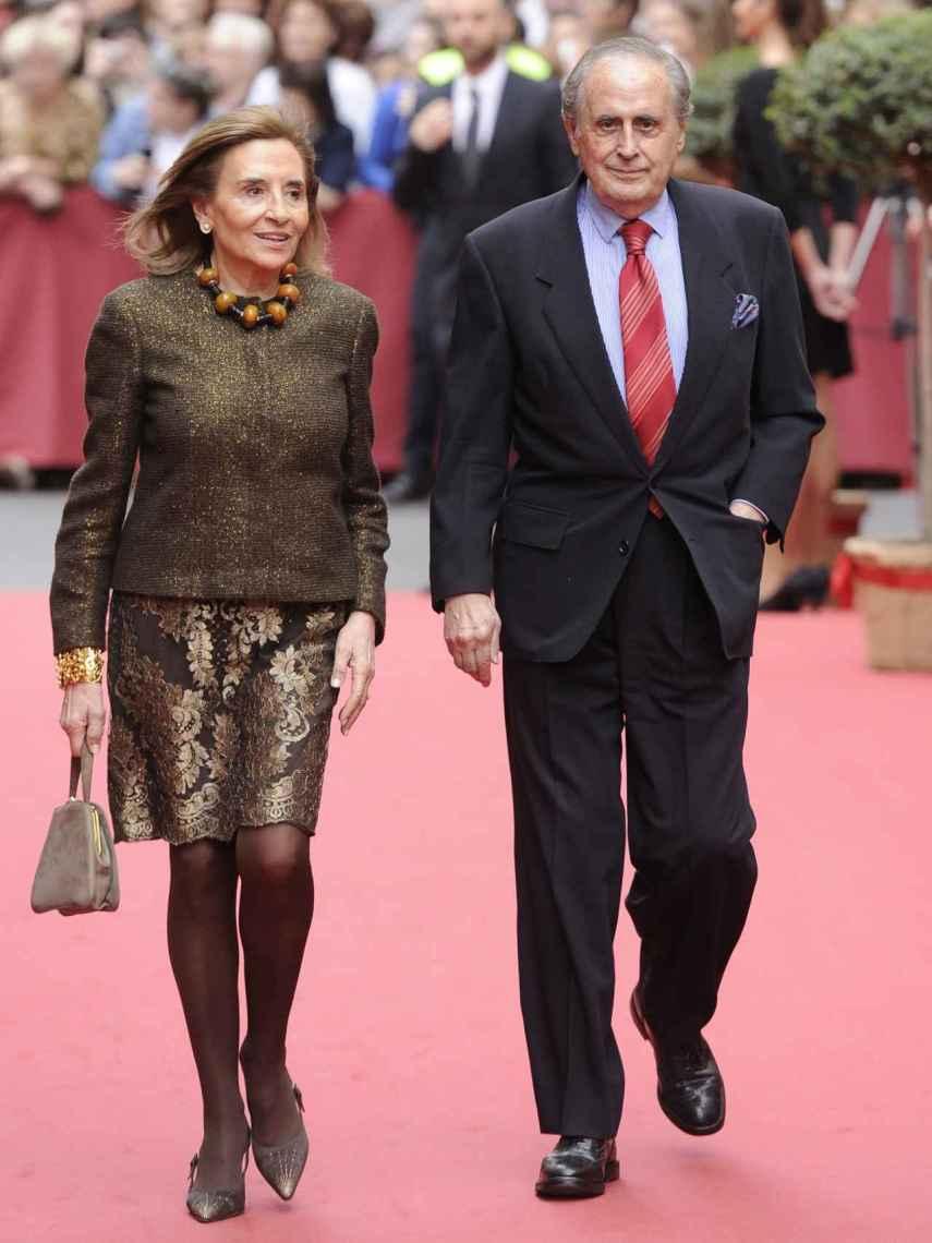Jaime Peñafiel y su esposa, Carmen Alonso, en la boda de María Colonques y Andrés Benet.