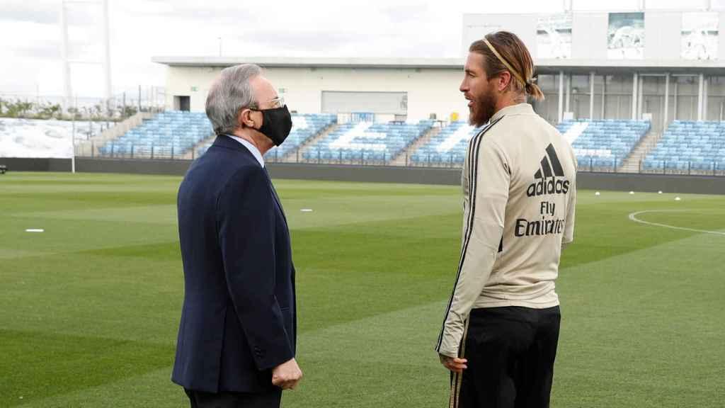 Florentino Pérez y Sergio Ramos, sobre el césped del Alfredo Di Stefano