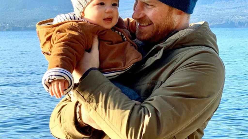 El príncipe Harry junto a su hijo Archie.