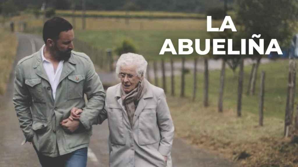 Santiago Abascal con su abuela materna en un vídeo difundido por Vox en redes sociales.