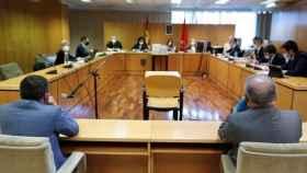 Juicio contra Eugenio Pino y Bonifacio Díez, ambos de espaldas, en la Audiencia de Madrid./