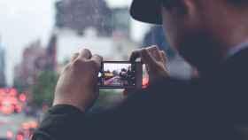 Hombre sacando fotos.