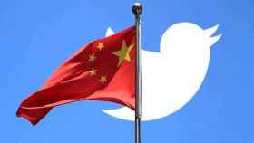 Logo de Twitter tras la bandera china