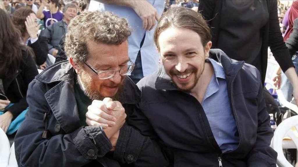 Pablo Iglesias junto a su padre, Javier.